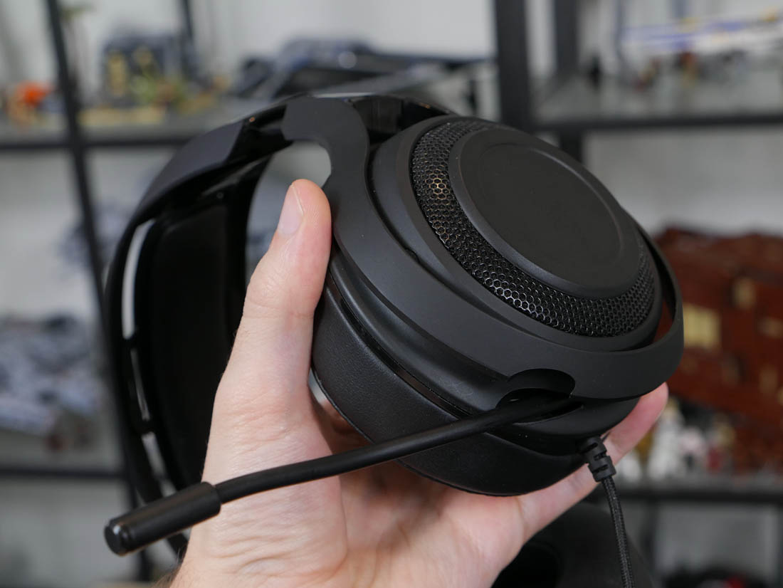 Razer Manowar 71 Headset Review Techspot Fs Kraken Pro V2 Black Aside From The Padded Sections Essentially All Of Is Constructed Plastic Some Areas Are Matte Glossy And Theres Even A