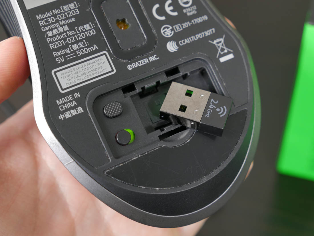 Razer Has Designed The Lancehead To Be An Ambidextrous Mouse So It Forward And Back Buttons On Both Sides As Well Completely Symmetrical Design