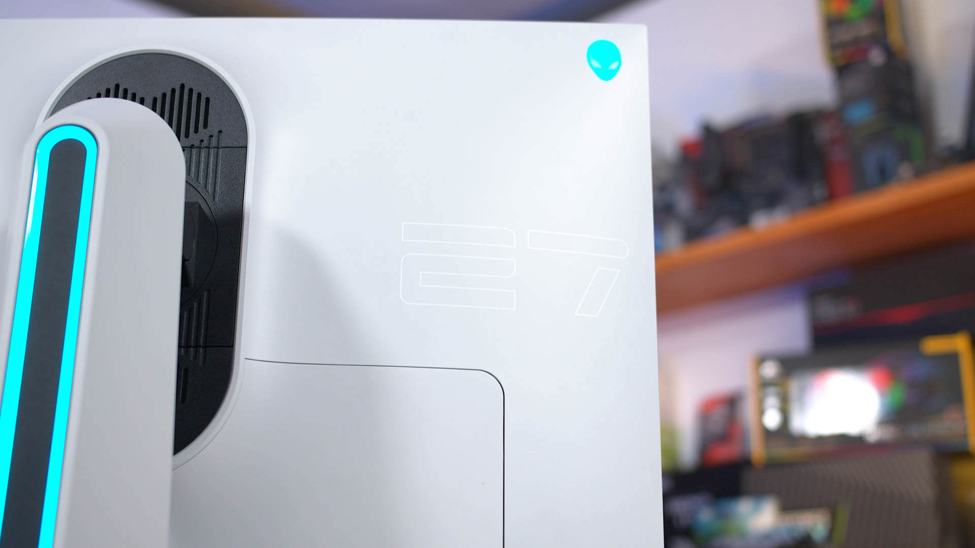 """Alienware AW2721D 27"""" Gaming Monitor Review"""