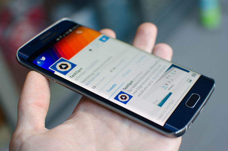 Samsung Galaxy S6 & S6 Edge Review > Display: Curved or Flat