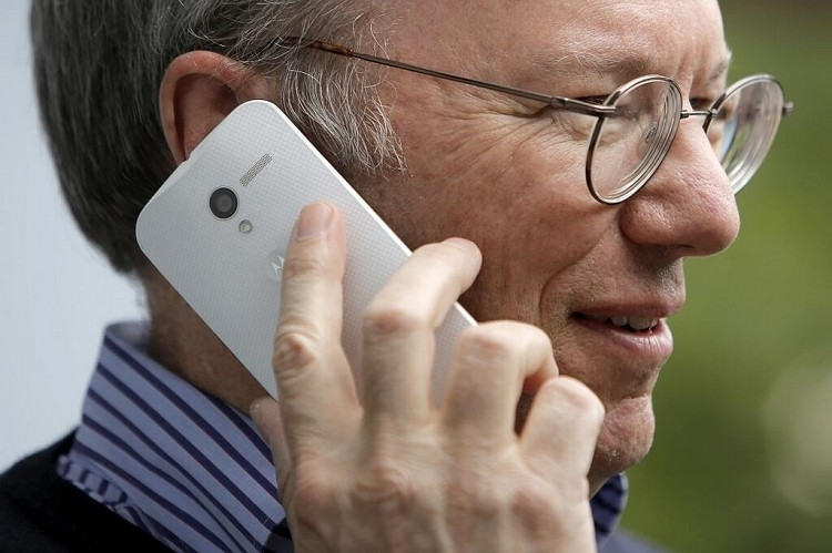 Google chairman Eric Schmidt photographed using Moto X in public