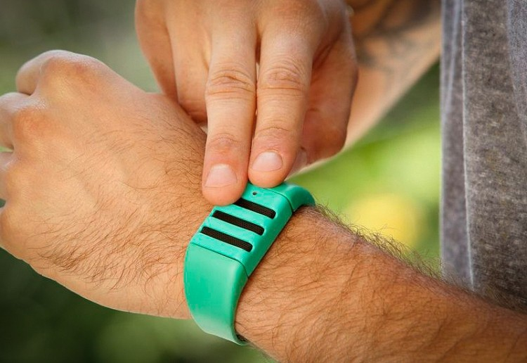 Kapture wristband records the last minute of audio with a simple tap