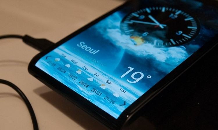 Samsung will showcase smartphone with curved glass next month
