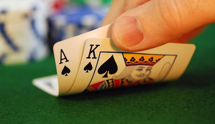 Casino scammer used infrared contact lenses to read marked cards
