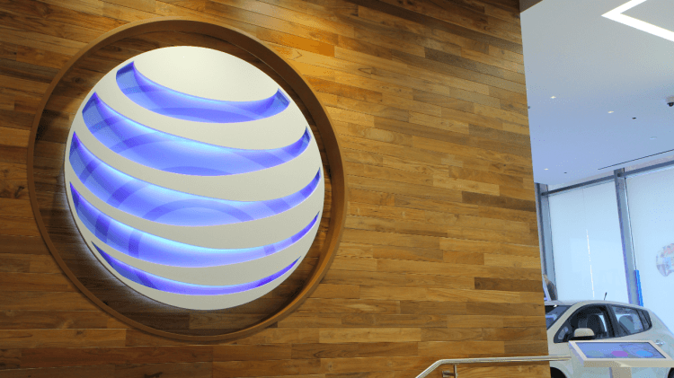 AT&T CEO: Wireless carriers can't keep doing big subsidies on smartphones