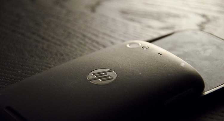 HP may squeeze cheap, big smartphones in by year's end