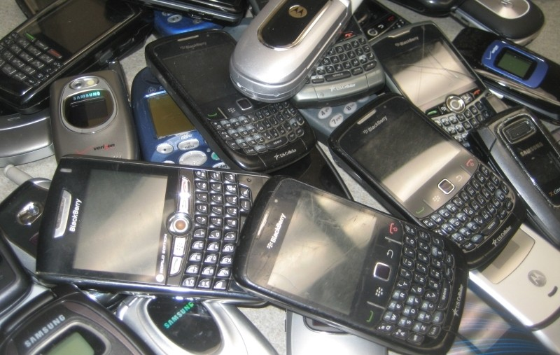 Consumers hoarded $47 billion in old smartphones last year