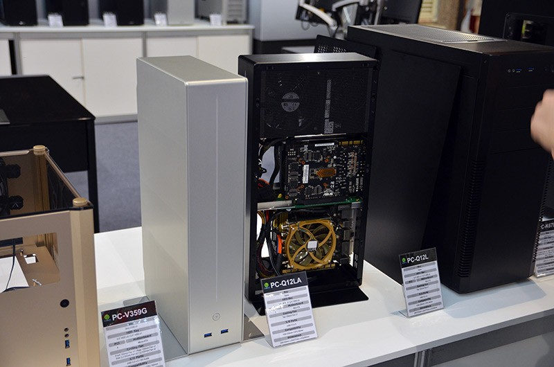 Checking Out Lian Li S Pc Chassis Table And Other Cases At Computex