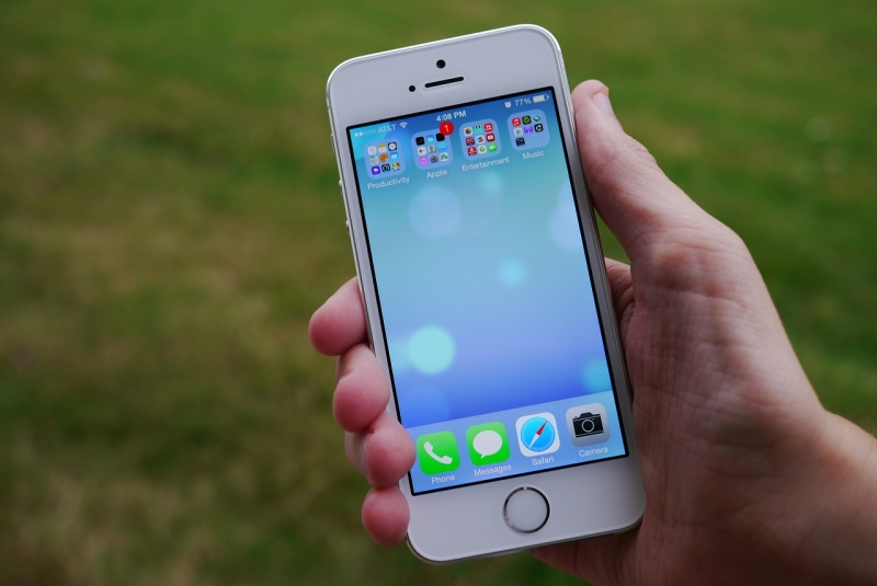 Wal-Mart slashes iPhone 5s, 5c pricing ahead of new flagship rollout