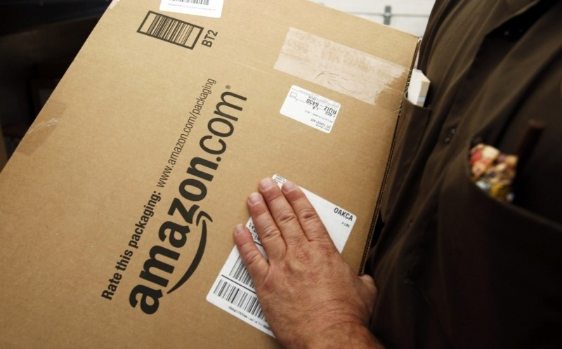 Amazon in talks to buy RadioShack stores in bid to better compete with Apple