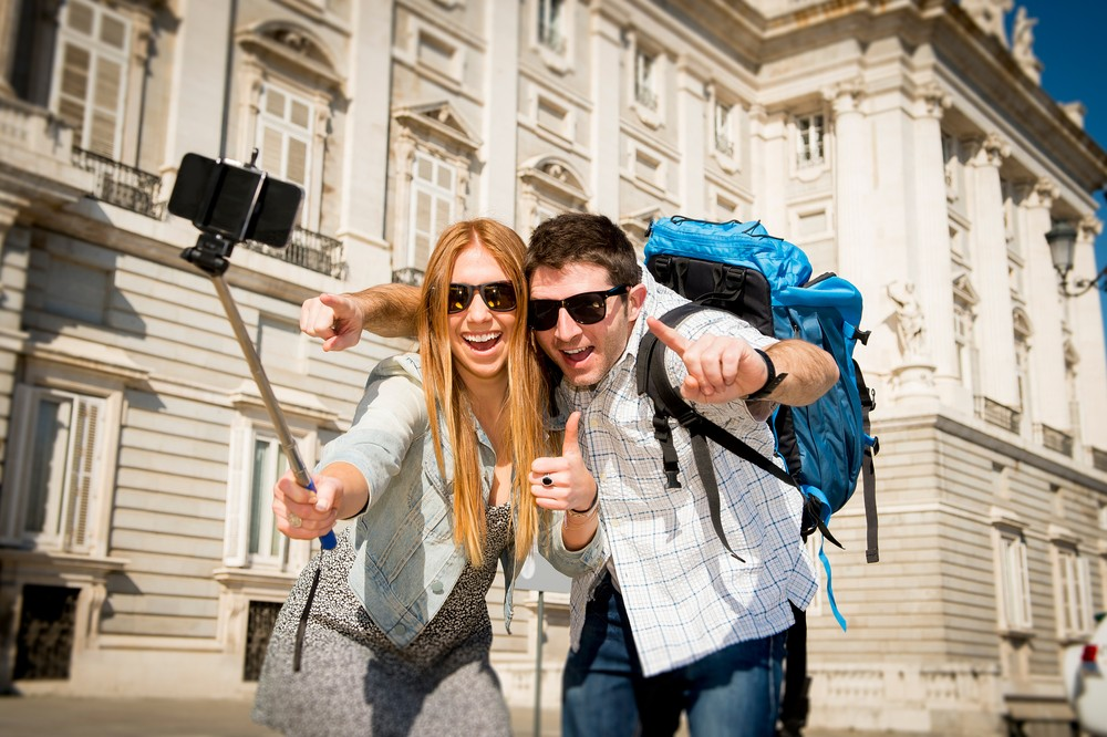 Major museums and organizations across the world continue to ban selfie sticks