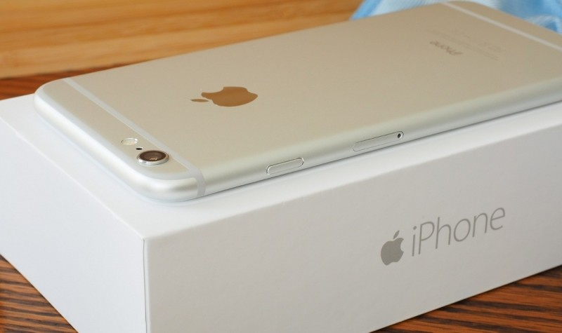 Apple sold 61 million iPhones in post-holiday quarter as iPad decline continues