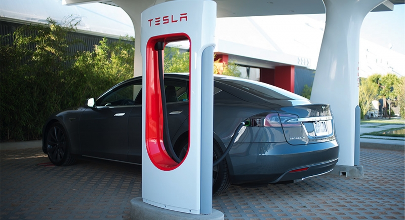 Tesla's CTO predicts that low cost batteries will lead to an
