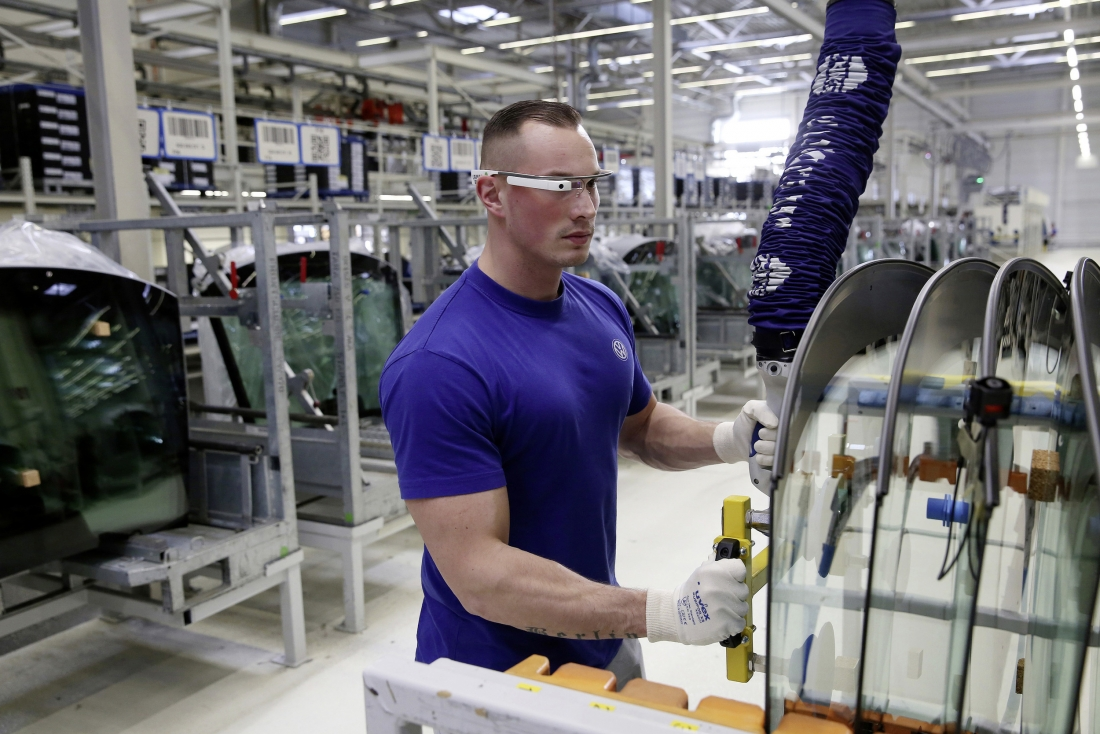Volkswagen rolling out '3D smart glasses' to plant staff, looks strikingly similar to Google Glass