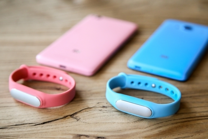 Fitbit narrowly staves off Apple for top spot as wearables market grew nearly 200 percent in Q3