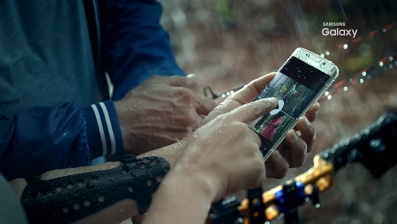 See the waterproof Galaxy S7 Edge in this leaked ad from Samsung Indonesia