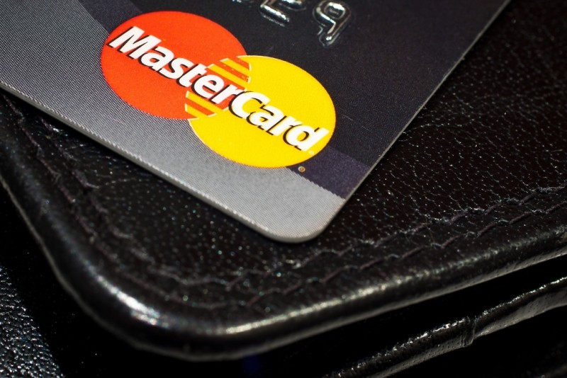 MasterCard wants to replace passwords and PINs with selfies