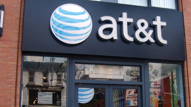 AT&T starts the year with a solid quarter but continues to lose U-Verse TV customers