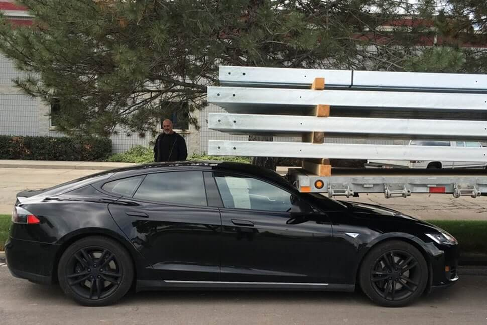 Tesla Model S owner says car drove itself into parked trailer, log data refutes claim