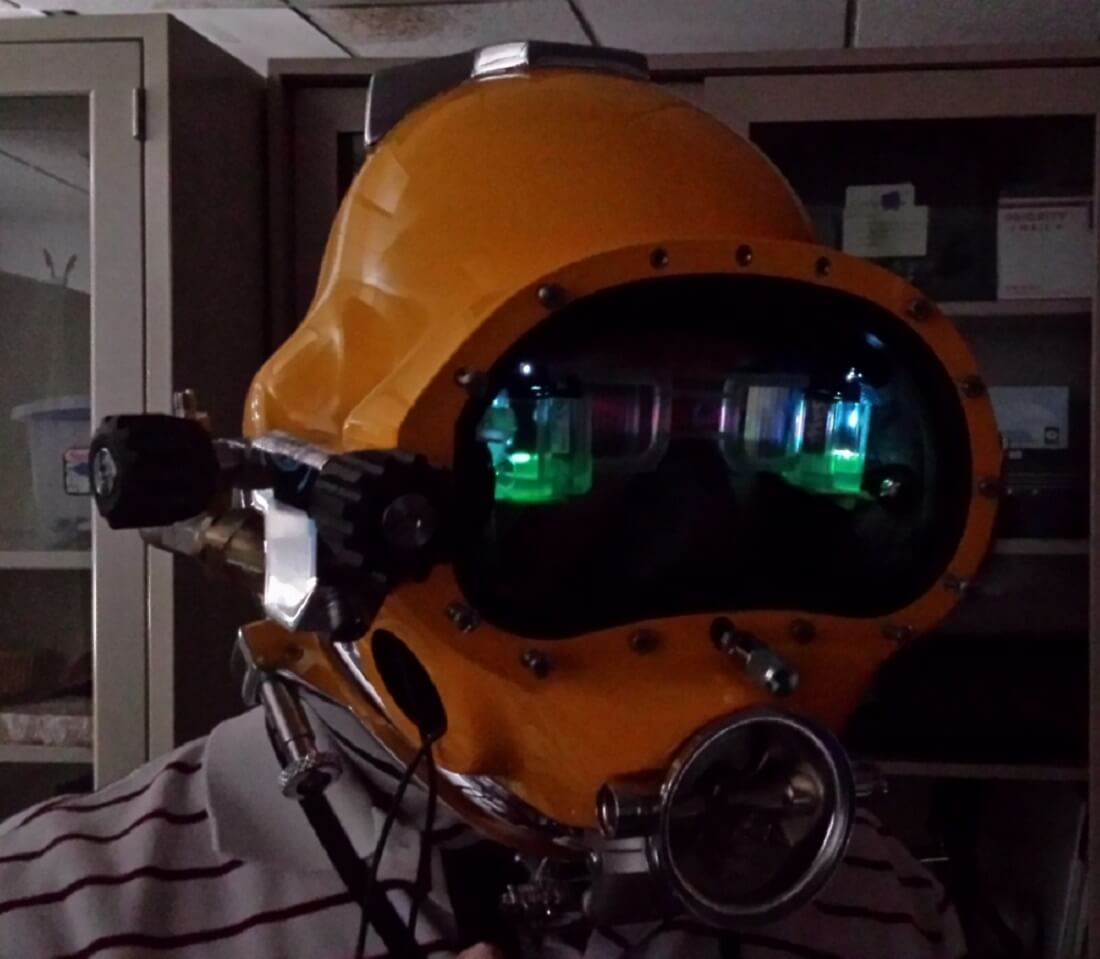 The US Navy's Iron Man-style diver's helmet takes augmented reality beneath the sea