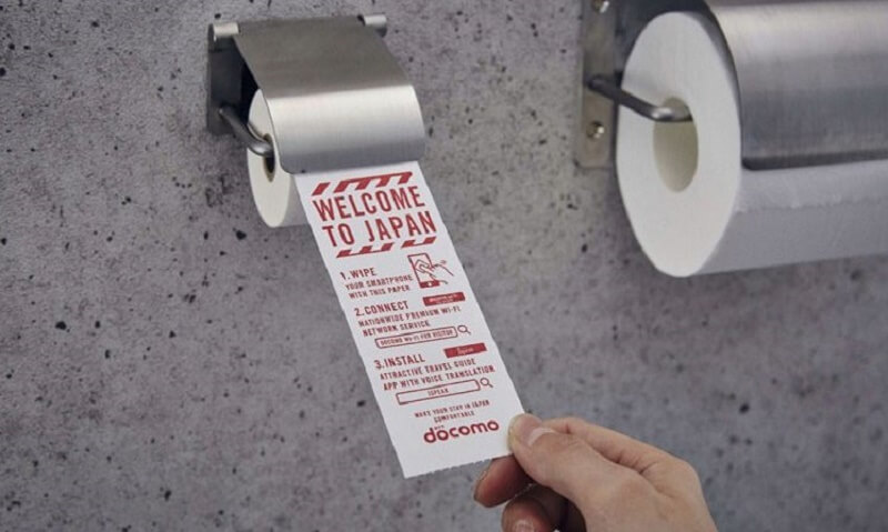 Japanese airport introduces toilet roll for smartphones