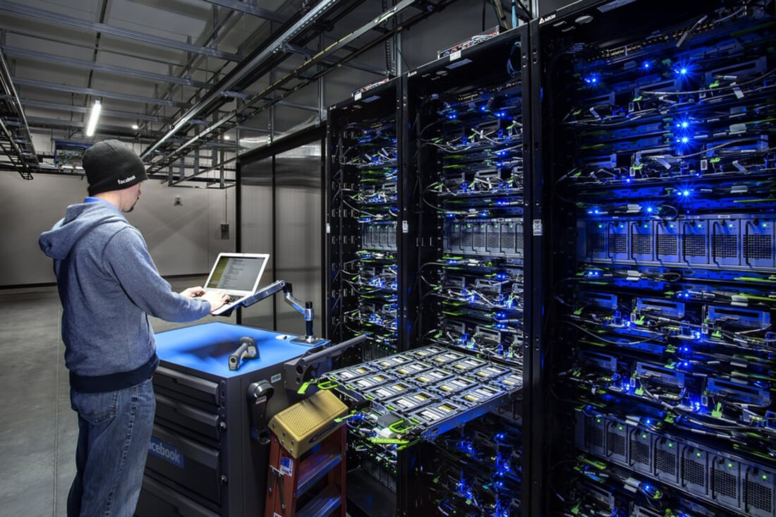 Pursue a career in data center management with this 4-course collection