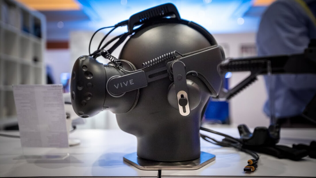 Several Companies Working on Wireless Solution for High-end VR Headsets