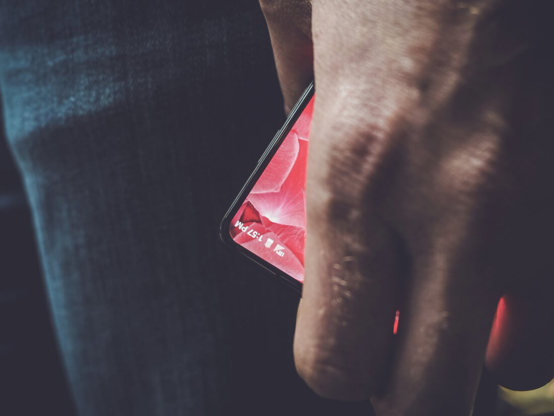Android co-founder teases his upcoming bezel-free smartphone