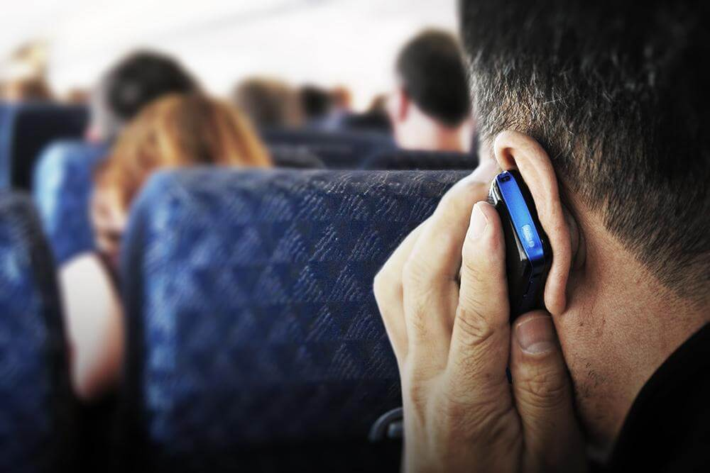 FCC chairman: In-flight cellular calls should continue to be banned