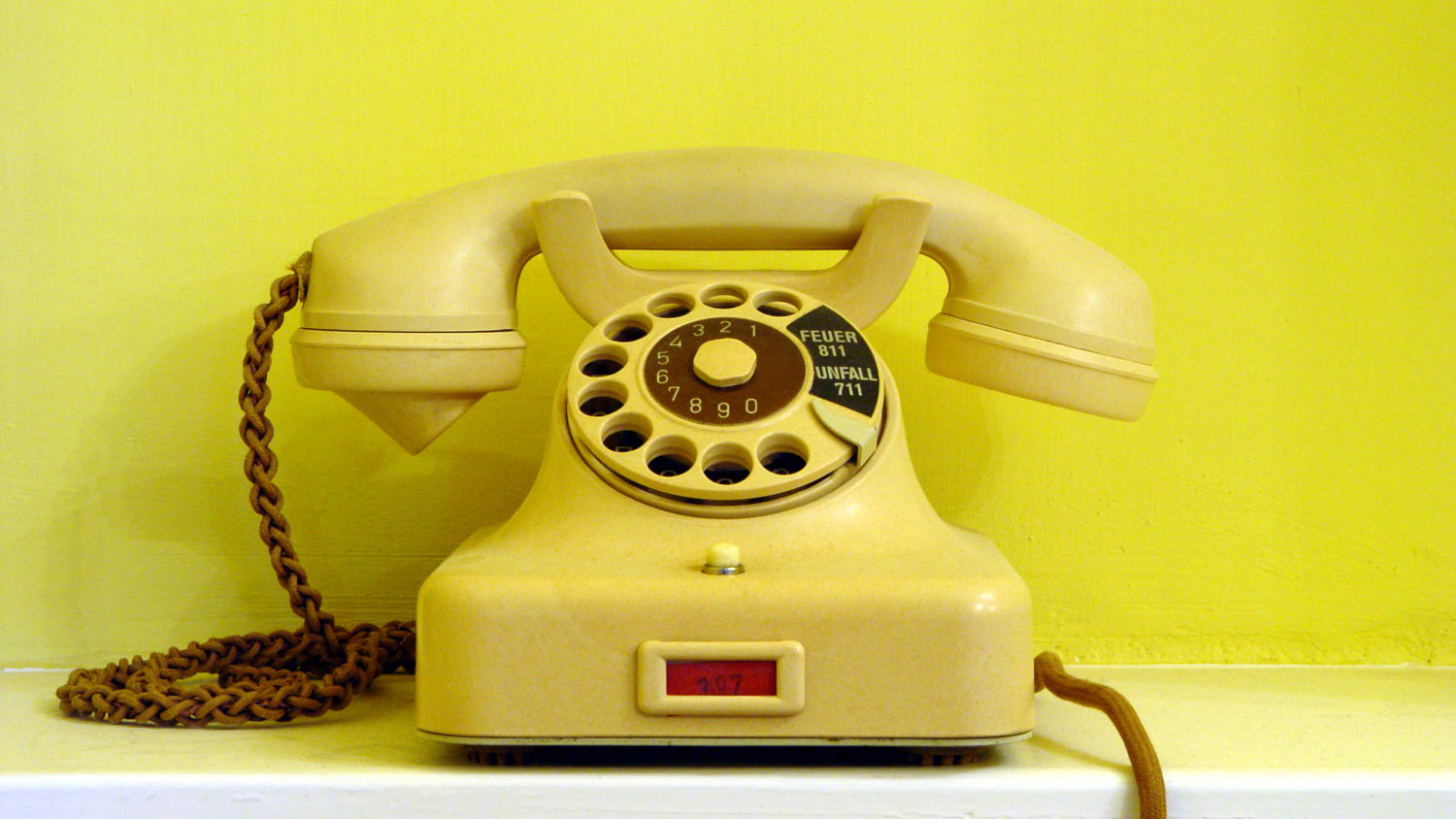 Cellphone service surpasses that of landlines in US households for the first time
