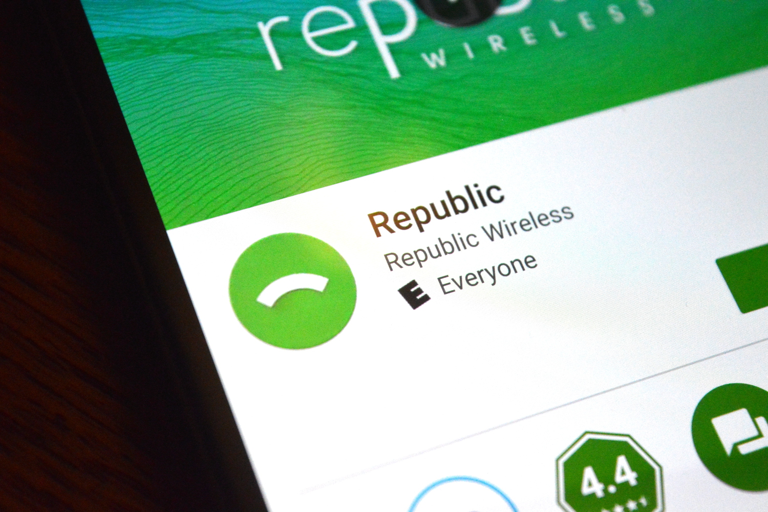 Republic Wireless wants to give you six months of service absolutely free