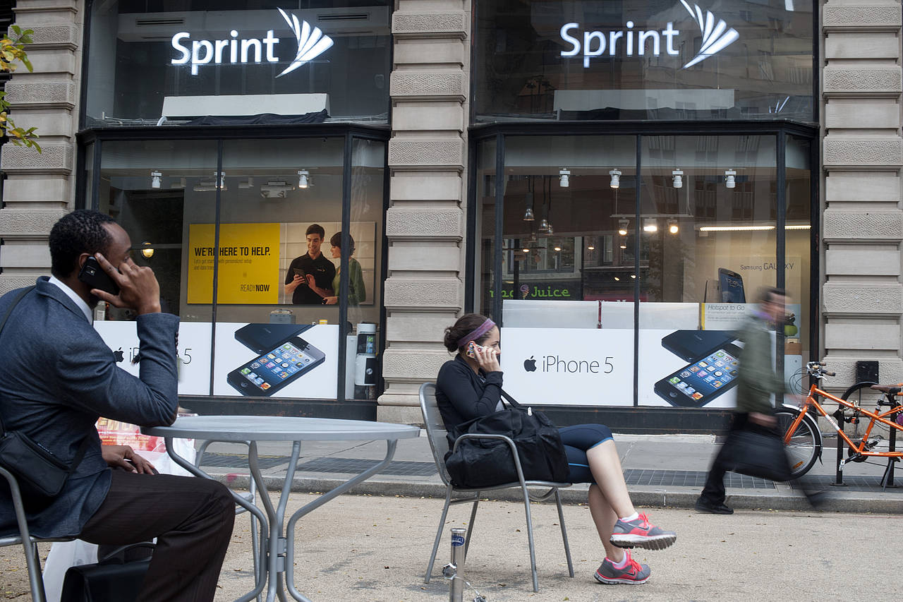 Charter and Comcast may use Sprint's network to offer wireless service