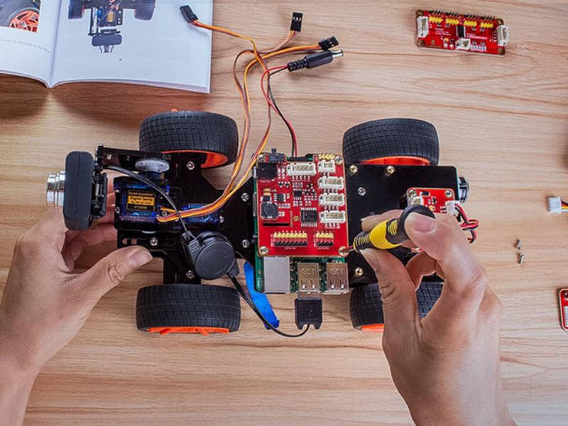 Create your own racing robot with this Raspberry Pi Kit