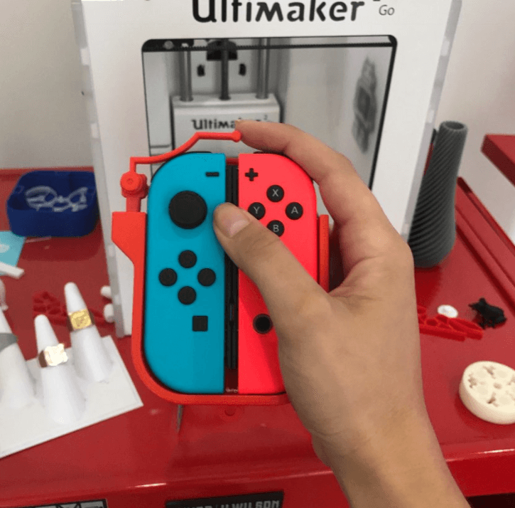 Engineer designs simple JoyCon adapter for one-handed friend - TechSpot