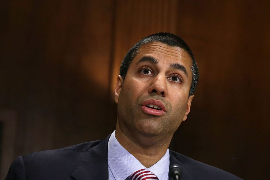 FCC chairman politely asks Apple to enable FM radio in the iPhone