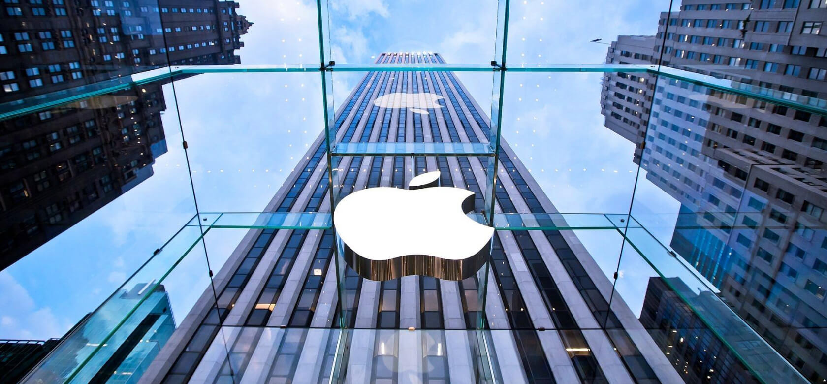One senator is probing Apple for more information on iPhone throttling issues