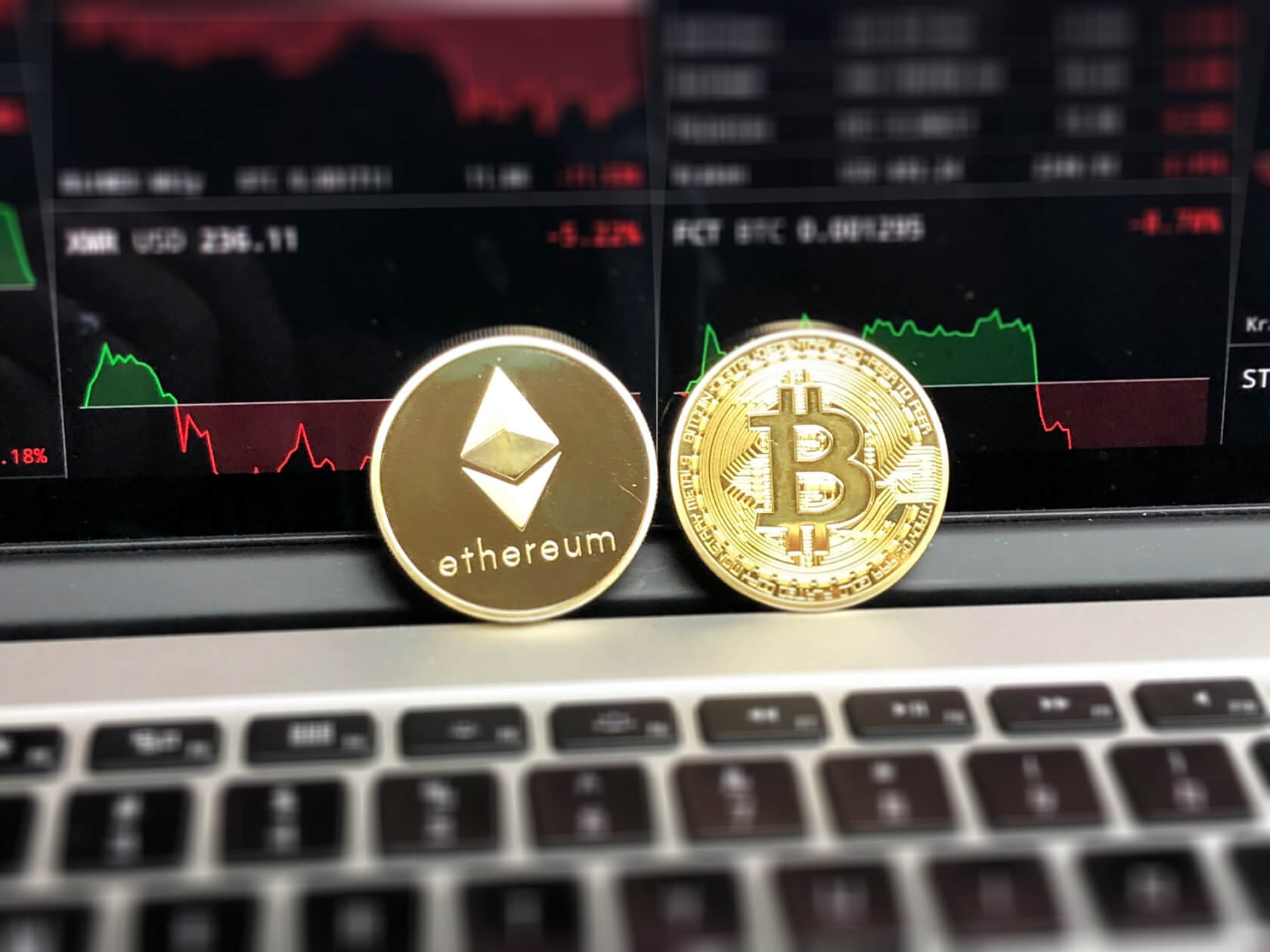 Bitcoin briefly drops below $6000; over $550 billion wiped off cryptocurrency market in under one month
