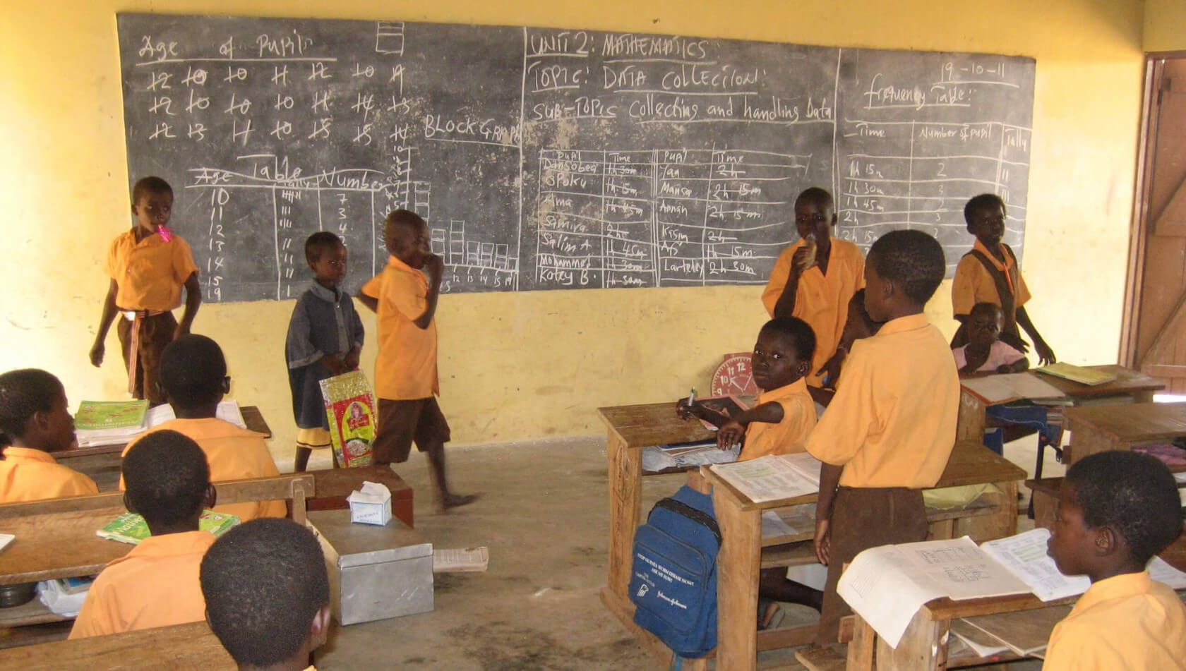 Ghana ICT teacher instructs students in low-tech style