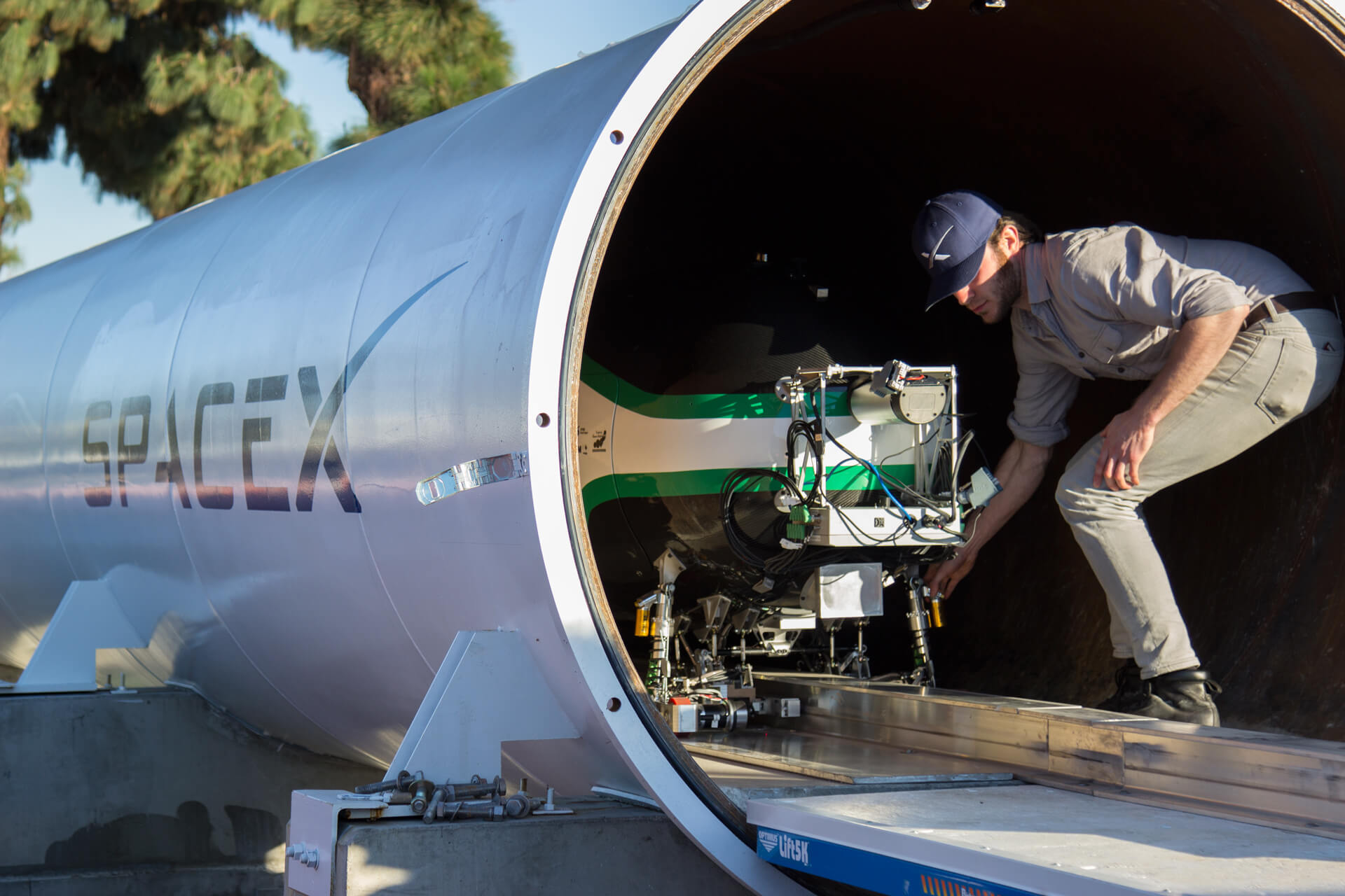 SpaceX Hyperloop team aims for new high-speed acceleration and braking test record