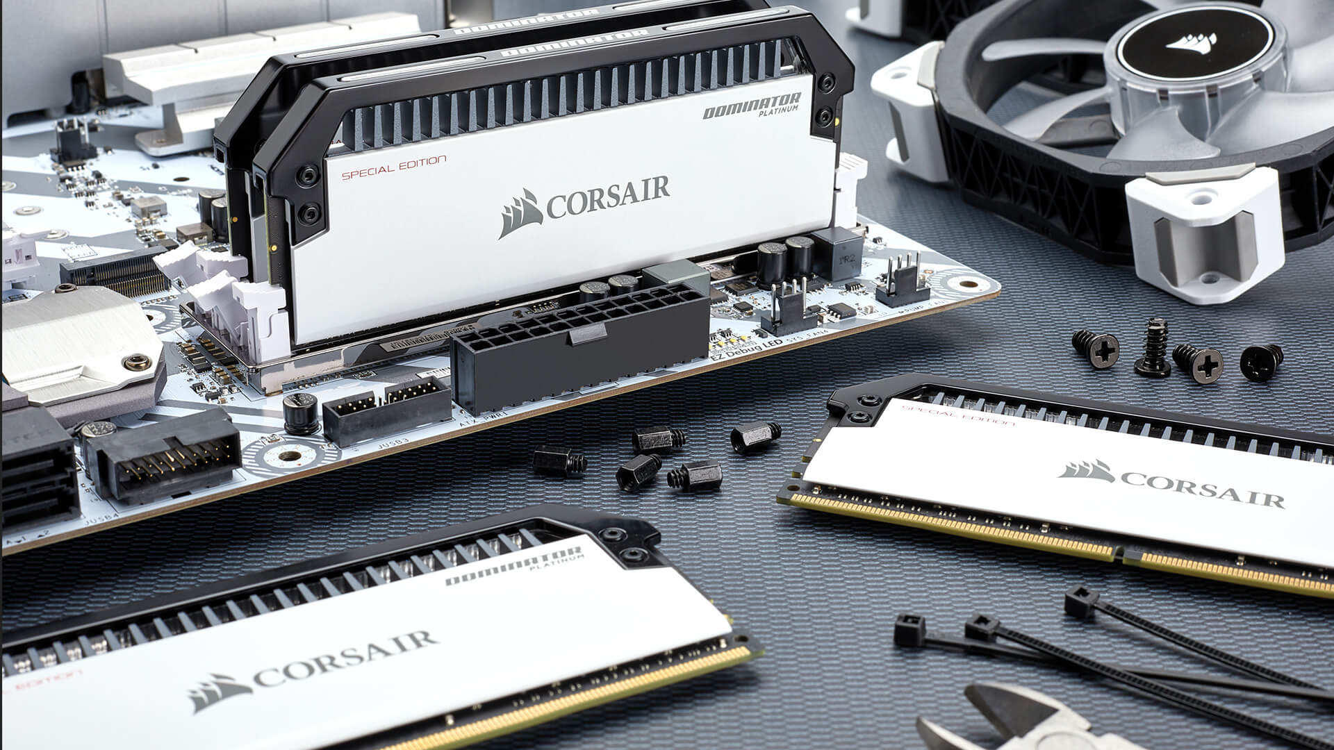 Corsair introduces Dominator Platinum Special Edition Contrast memory