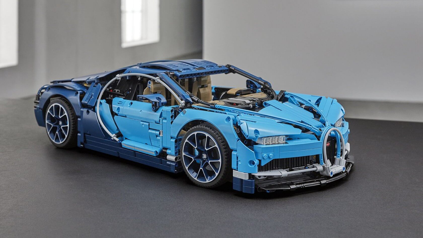 lego 39 s 1 8 bugatti chiron technic kit comes with 3599 pieces and moving parts techspot. Black Bedroom Furniture Sets. Home Design Ideas