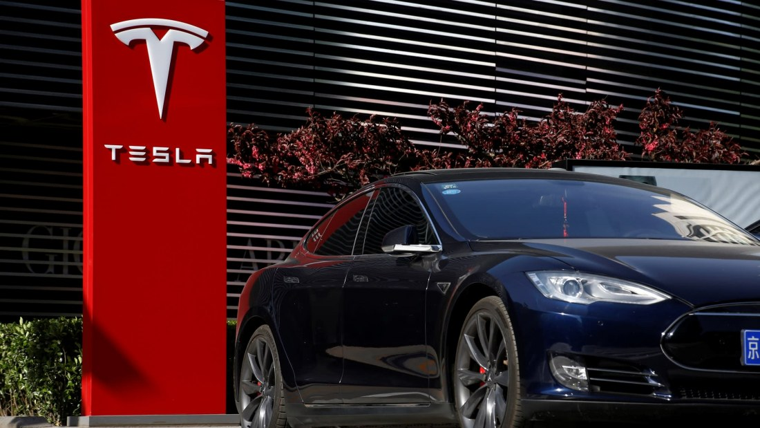 Tesla customers say they've been double-charged, can't get refunds