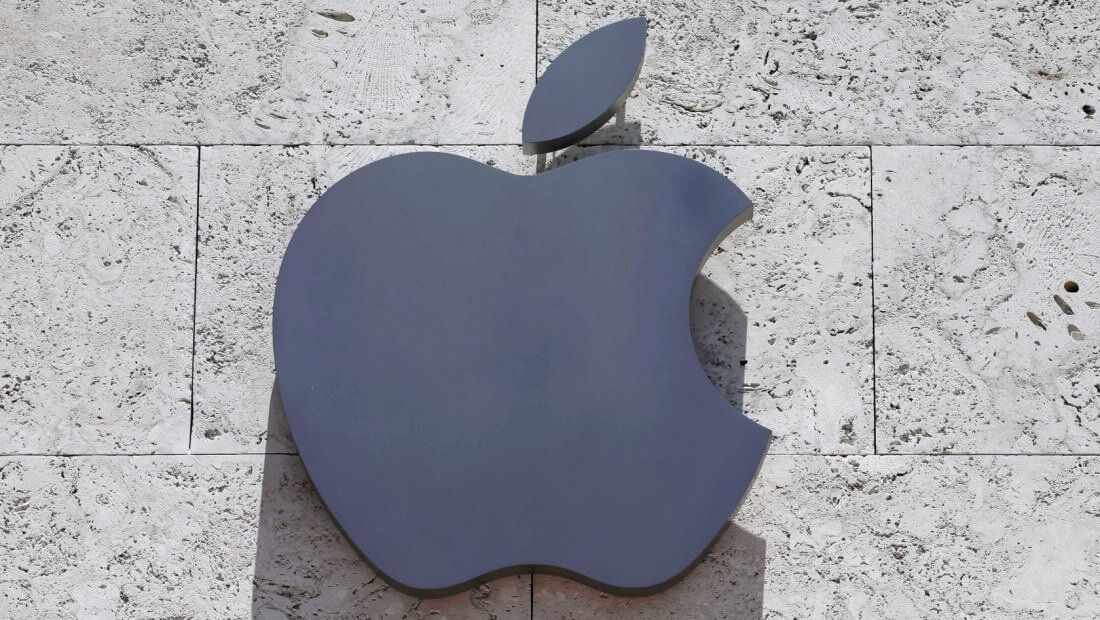 Apple becomes first $1.5 trillion US company