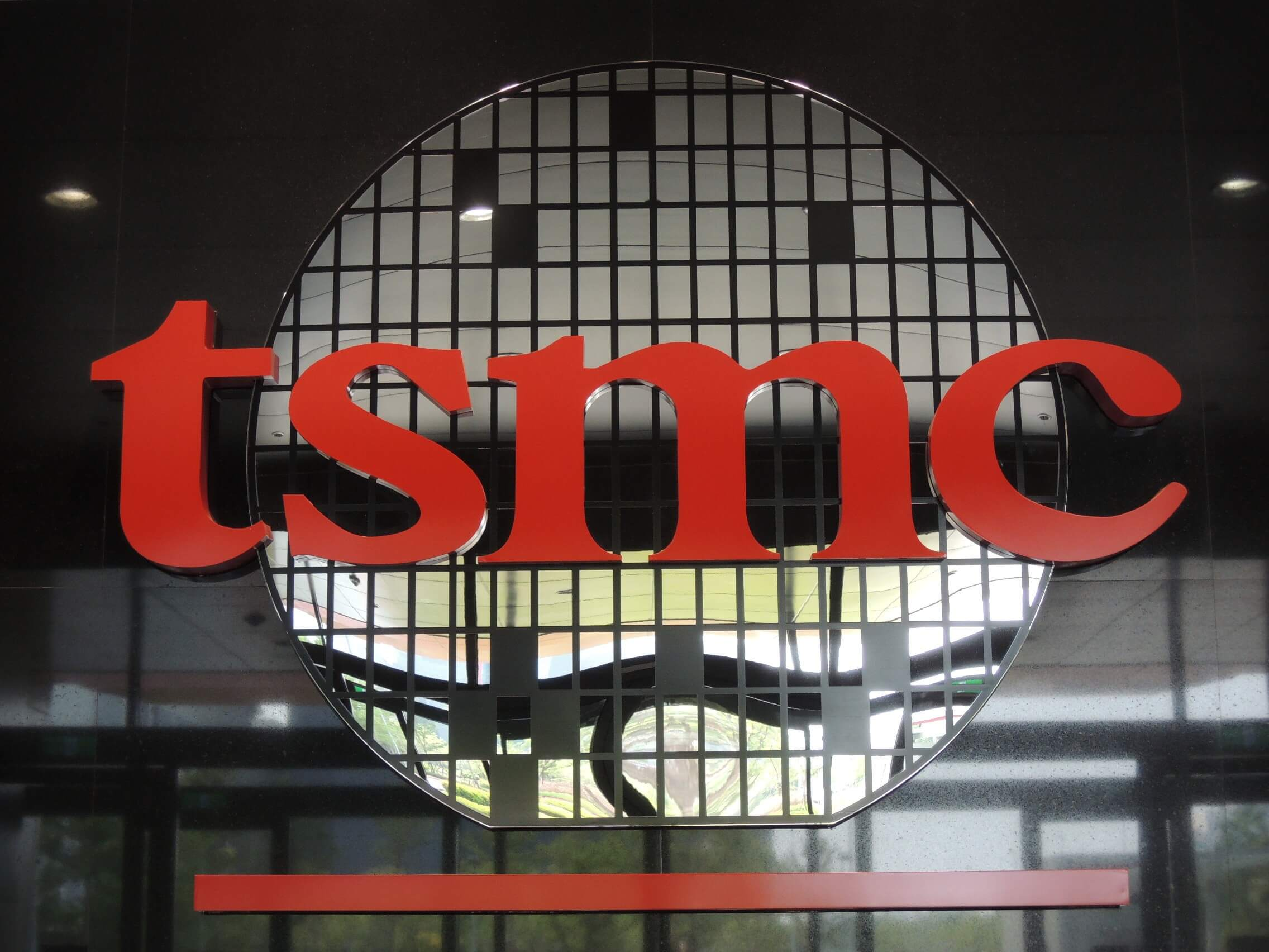 IPhone chip maker TSMC fights virus at factories
