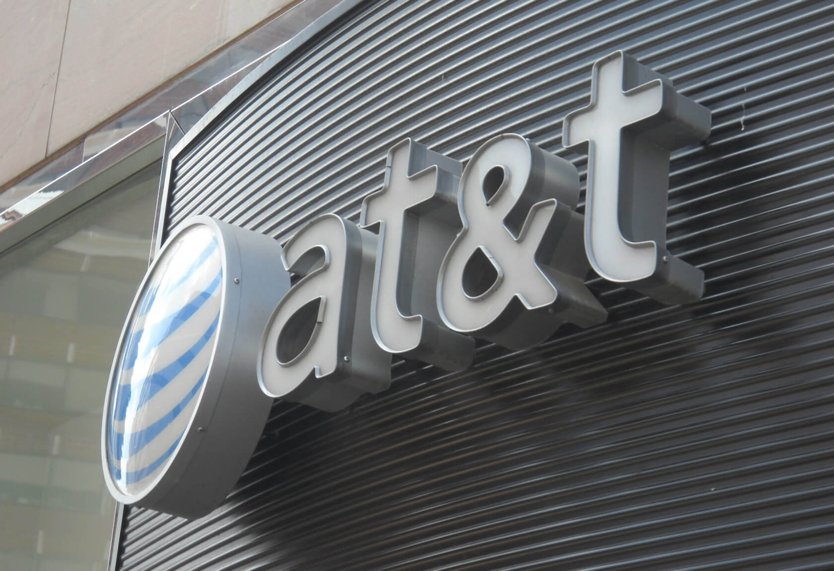 AT&T faces $224 million lawsuit over cryptocurrency theft