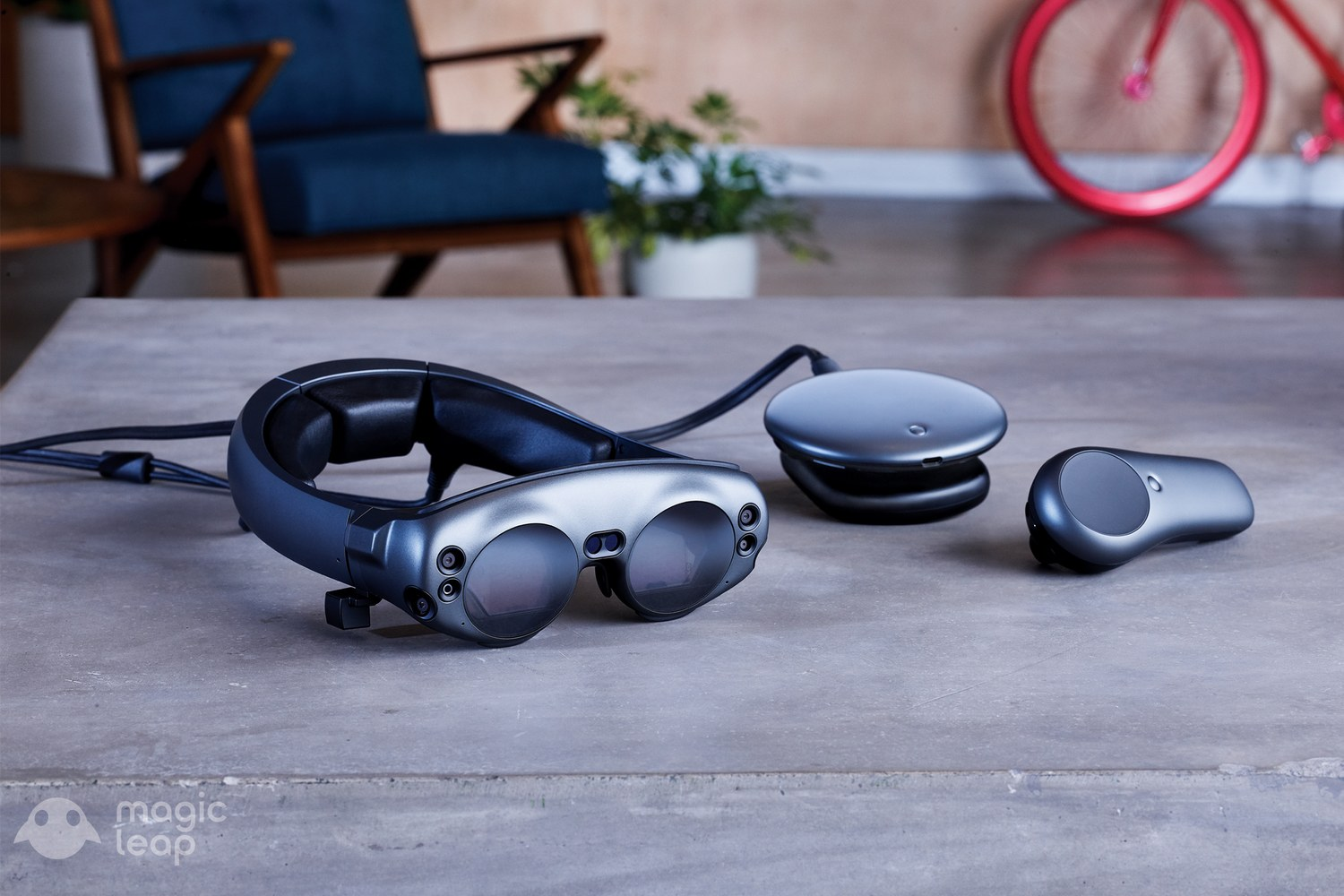 Oculus Rift creator Palmer Luckey reviews the Magic Leap One