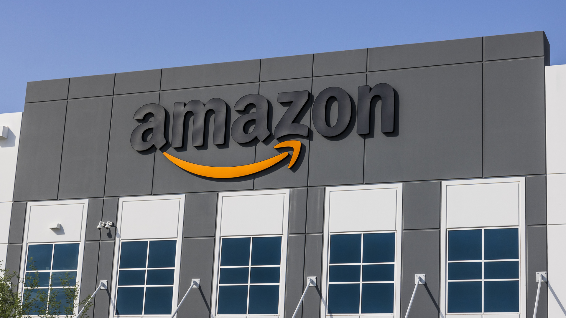 Amazon employees are allegedly taking bribes for insider data and deletion of product reviews