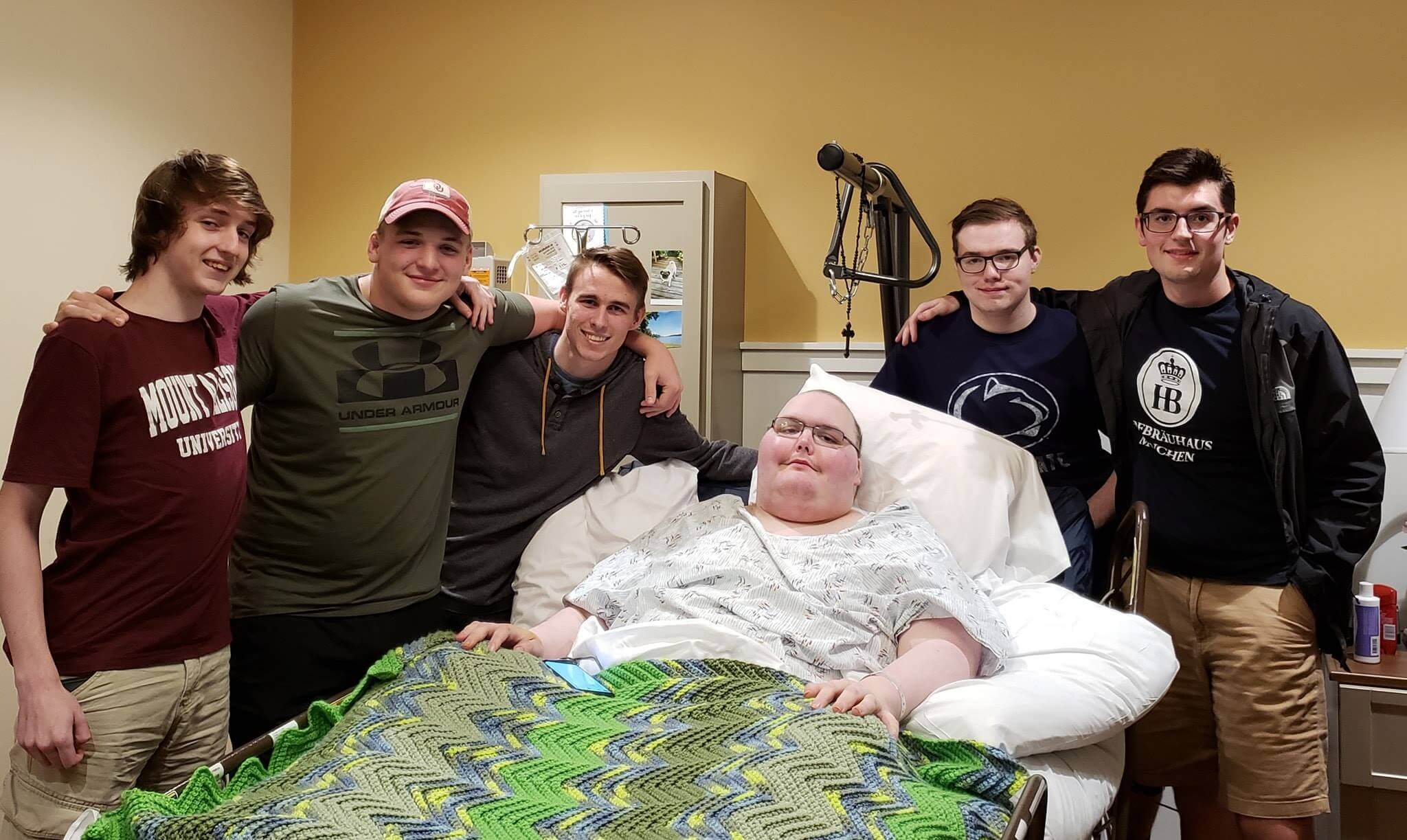 Online gaming friends meet IRL after one receives terminal cancer