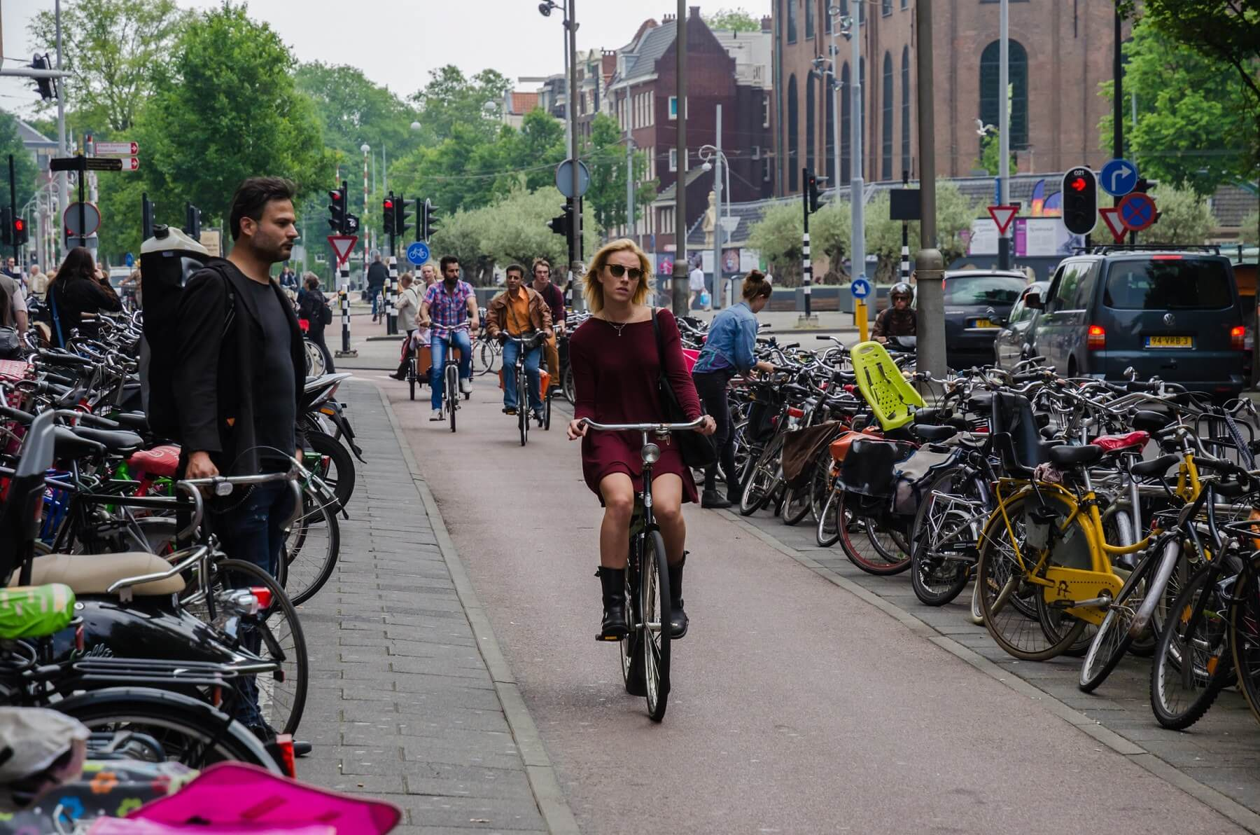 Netherlands set to ban cyclists from using mobile phones