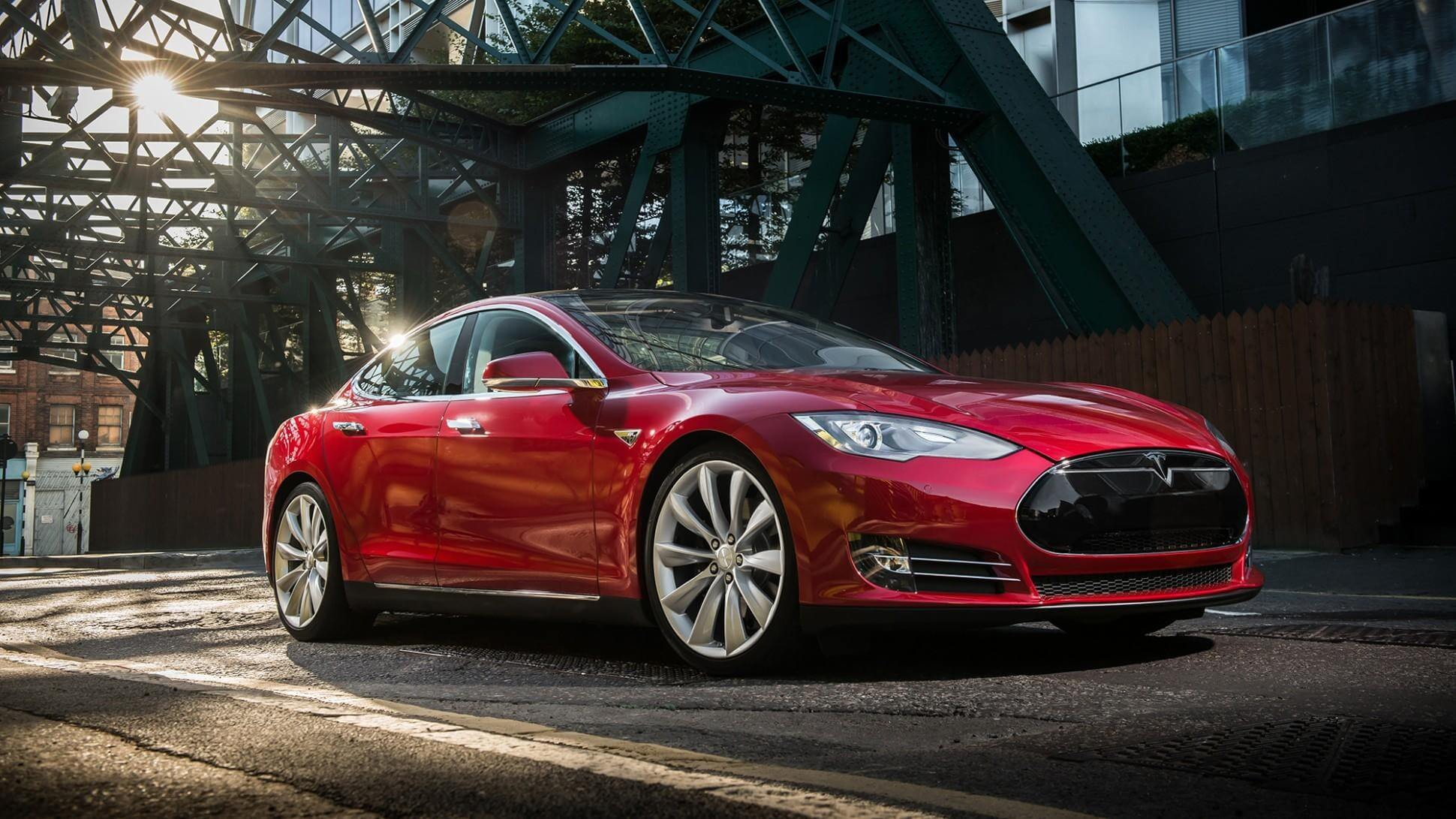 Watch thieves steal a Tesla Model S with a key fob hack